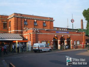 Golders Green station building